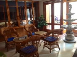 Habitacion de dos camas, dispone de aire acondicionado/calefación y baño privado compuesto por ducha, lavabo y WC. Limpieza diaria.WIFI gratuito.