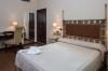 Habitaci�n con cama de matrimonio, TV, tel�fono, jacuzzi, minibar (de pago),calefacci�n o A/C seg�n �poca del a�o,ba�o completo y amenities
